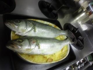 南仏・スズキのマルセイユ風オーブン焼き.JPG
